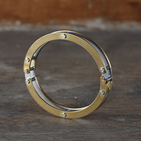 <div>PLAYBACK Metal Pipe Bracelet</div>